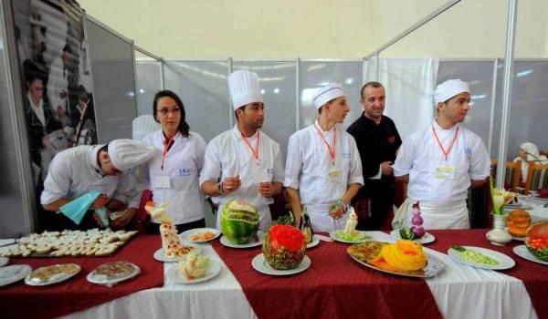 Des étudiants de l'Institut national d'hôtellerie et de tourisme de Tizi-Ouzou.