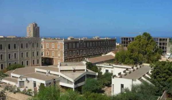 L'université de Mostaganem.