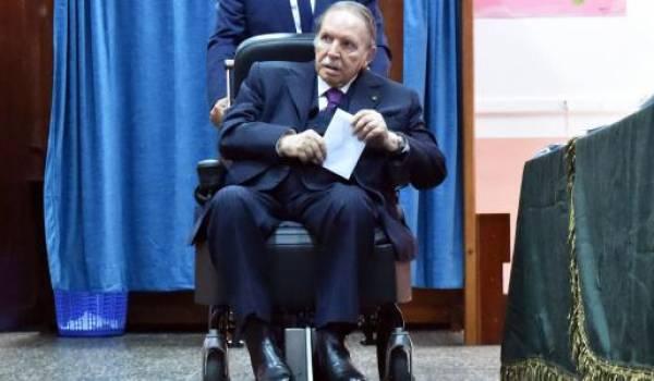 Abdelaziz Bouteflika au bureau de vote d'El Biar, pendant les législatives.