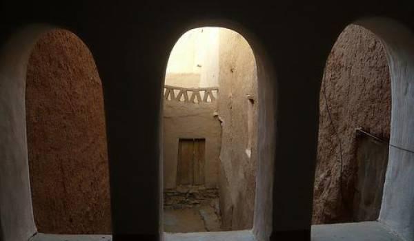 Des ksours, vestiges millénaires abandonnés, voire mal réhabilités.