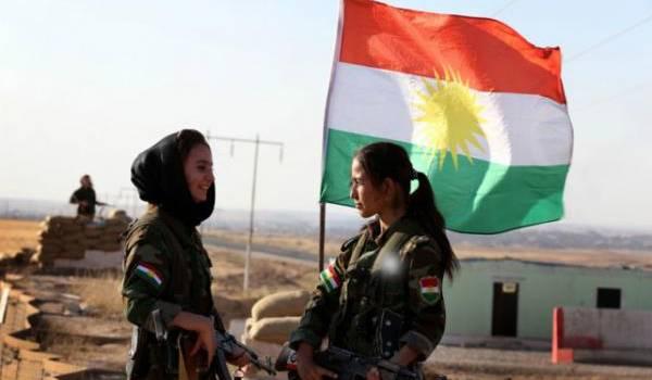 Combattantes kurdes.