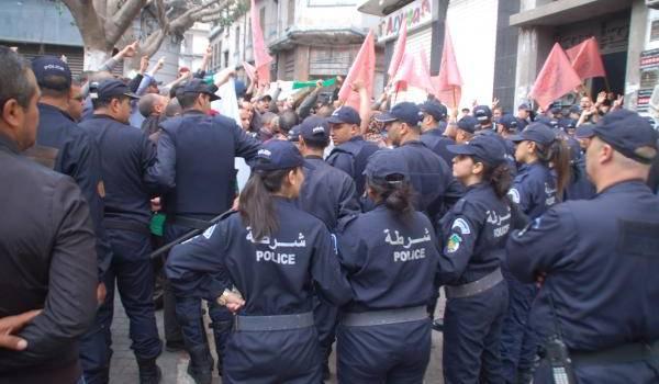 Le rassemblement tenu aujourd'hui par la CGATA sous une forte présence policière à Oran.