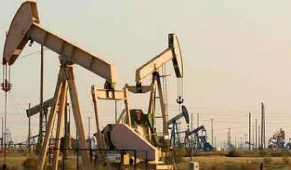 Le marché du pétrole retrouve son équilibre, les stocks restent élevés
