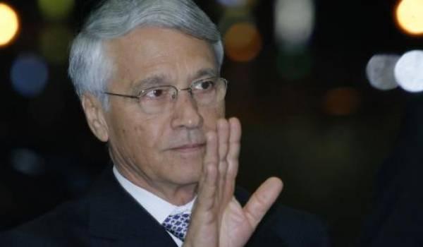 La justice algérienne a lancé un mandat d'arrêt international contre Chakib Khelil, ancien ministre de l'Énergie, en plein été 2013.