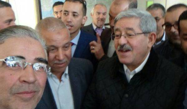 Ouyahia avec des cadres du parti à Batna.
