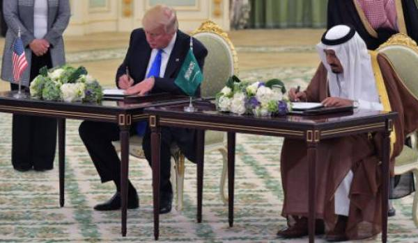 Trump et le roi Salmane signent pour plus de 380 milliards de dollars d'accords