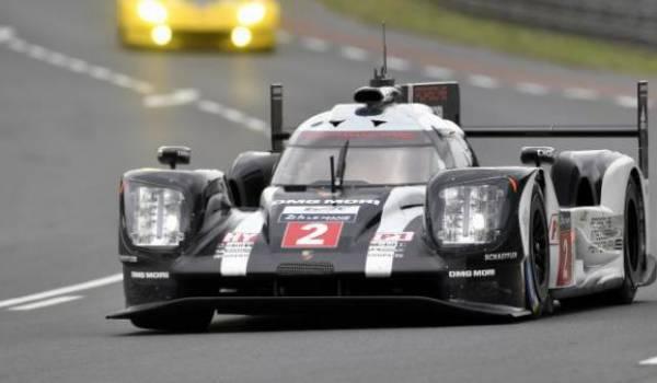 Porsche rafle la première place.