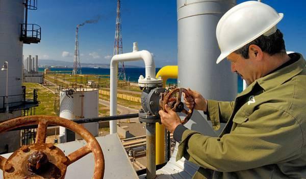 Le gouvernement algérien n'a d'yeux que sur le cours mondial des hydrocarbures.