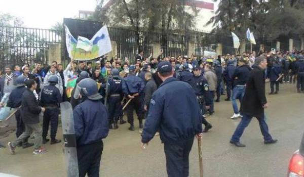 Les policiers sont intervenus avec une rare violence à Azazga.