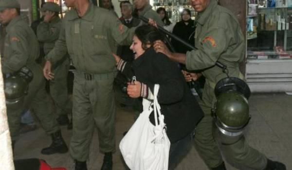 Les services de sécurité du Makhzen malmènent les manifestantes du Rif.