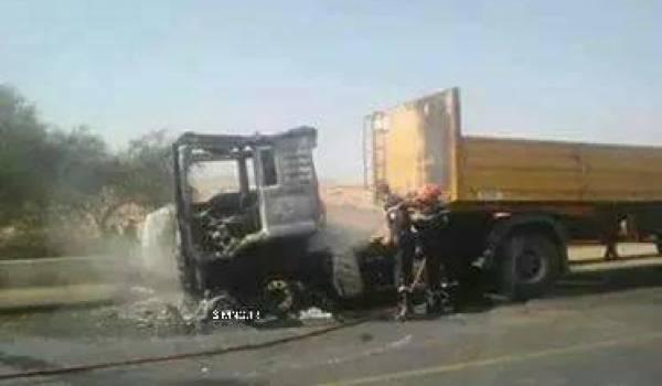 Le camion s'est enflammé lors de l'accident.