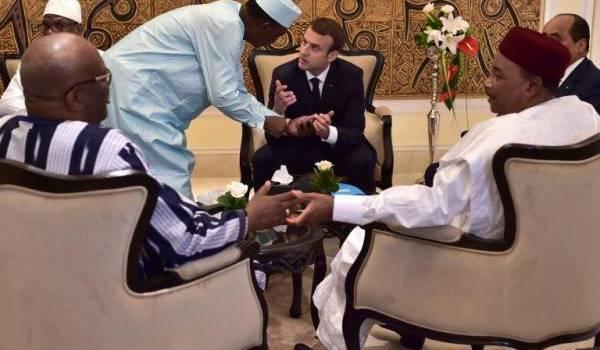 Au sommet du Mali, Emmanuel Macron a beaucoup parlé de lutte antiterroriste sans engagement financier .