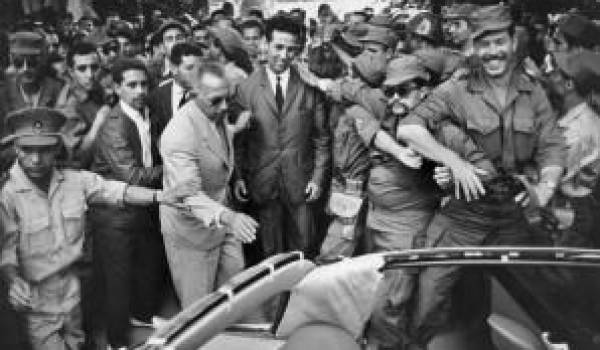 La confiscation de l'indépendance a commencé dès 1962 après l'arrivée des auteurs du coup de force sur des chars.