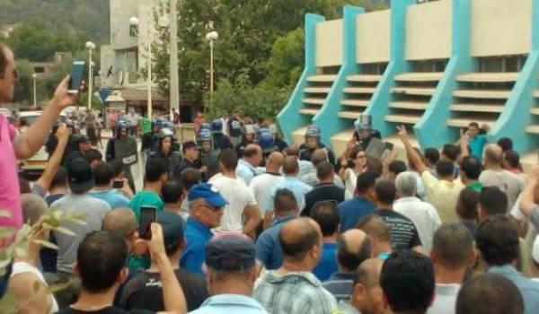 Le café littéraire qu'avait animé Ramdane Achab a été réprimé par la police à Aokas.