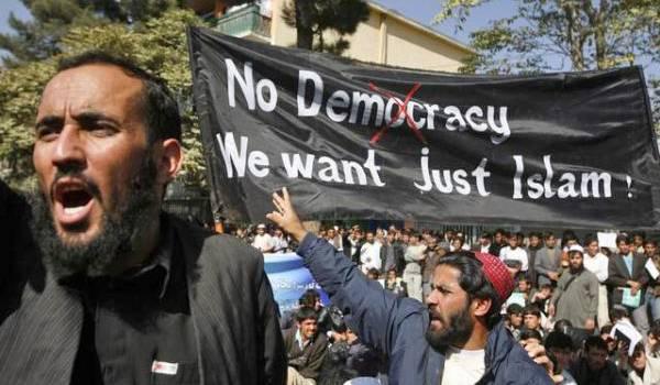 Des intégristes qui manifestent en Europe contre la démocratie.