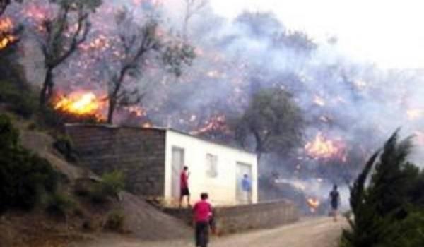 Alerte, les feux de forêt entourent la wilaya de Béjaia