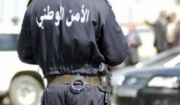 Un policier a sauvé la vie de ses collègues en empêchant le terroriste d'entrer dans le commissariat.