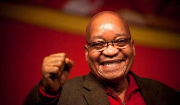 Jacob Zuma, empêtré dans des affaires de corruption se maintient pour autant au pouvoir.