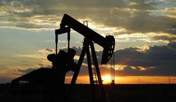 Le pétrole recule, l'accord de l'Opep reprend le devant de la scène