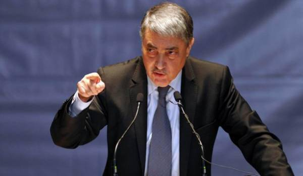 Ali Benflis pourfend l'immobilisme et appelle à l'ouverture d'un dialogue national.