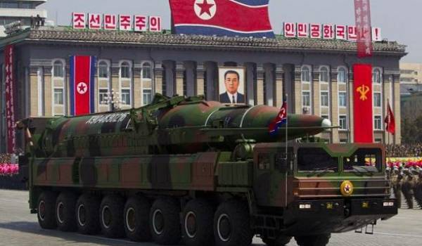 Kim Jong-un serait-il vraiment dément, comme certaines personnes l'affirment, que plusieurs de ses généraux auraient déjà pris la situation en main.