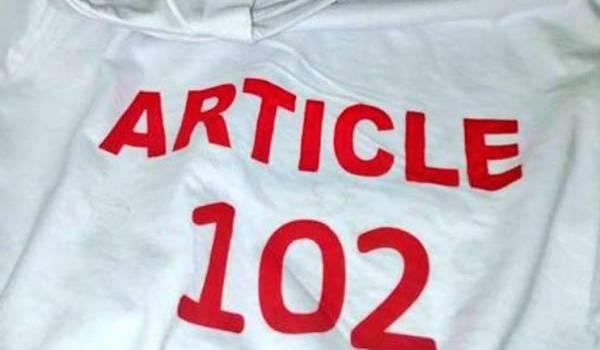 Les protestataires portaient des t-shirts sur lesquels est inscrit le chiffre 102