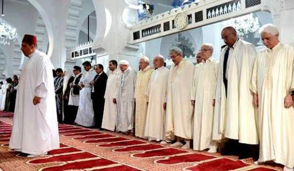 Bensalah, Bouhadja et Ouyahia accomplissent la prière, pas Bouteflika