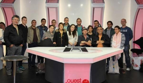 Toufik Hedna entouré d'étudiants à Rennes.