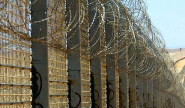"""Le mur en construction entre l'Algérie et le Maroc est l'illustration parfaite du """"Maghreb"""" dont parlent les pouvoirs"""