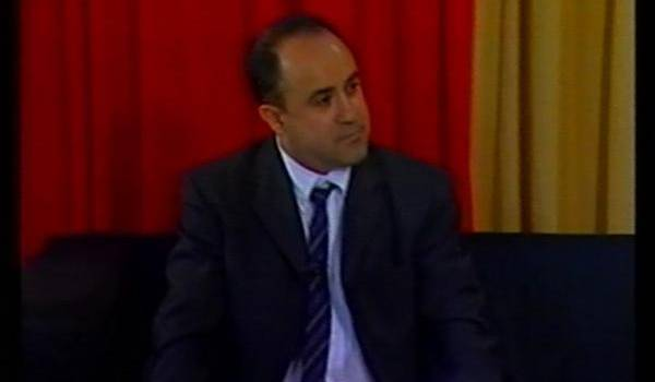 Brahim Saci est auteur de poésie mais aussi chanteur.