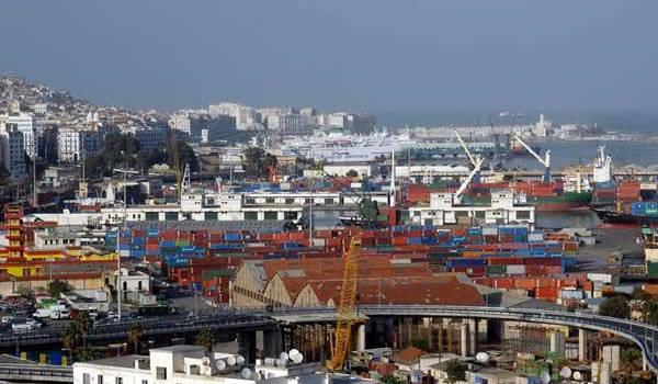 Légère baisse des importations et hausse des exportations en hydrocarbures