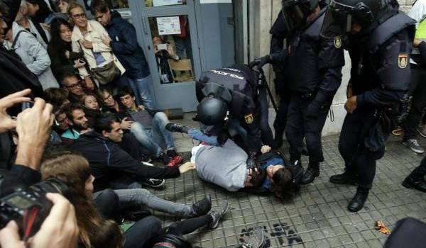 La police espagnole s'est montrée très brutale dans son intervention en Catalogne.