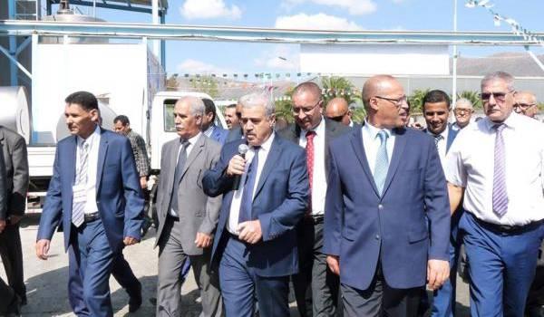 Le ministre de l'Agriculture pendant sa visite de la laiterie Giplait.