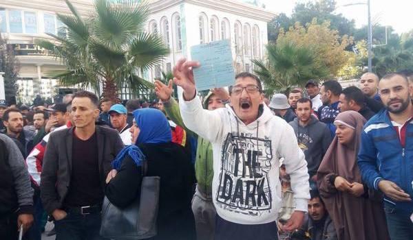 Des dizaines de personnes ont protesté jeudi à Batna pour obtenir un logement.