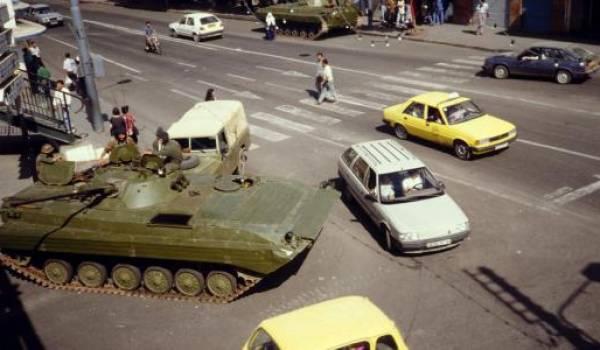 Octobre 1988 : sur ordre d'officiers supérieurs, l'armée a tiré sur les manifestants.
