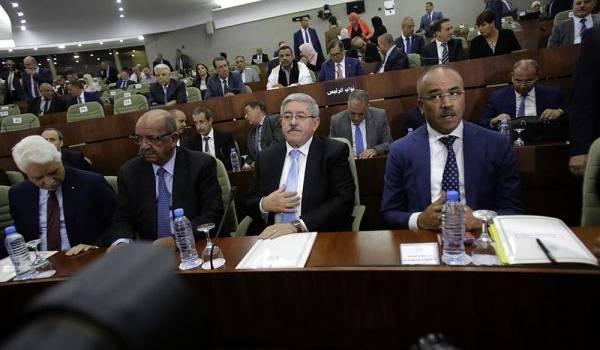 Le gouvernement Bouteflika-Ouyahia  élude les questions de fond.