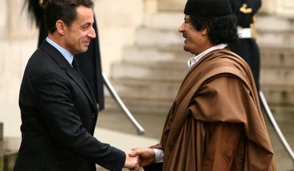 Sarkozy soupçonné d'avoir obtenu des financements libyens pour sa campagne électorale.