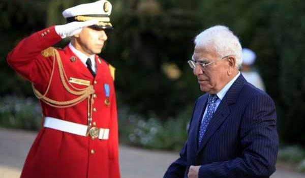 Chadli Bendjedid poussé à la porte par les généraux en 1992.