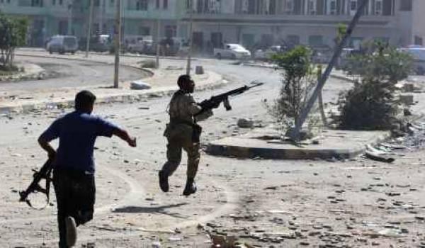 Acharnés, les combats de rues se poursuivent à Syrte