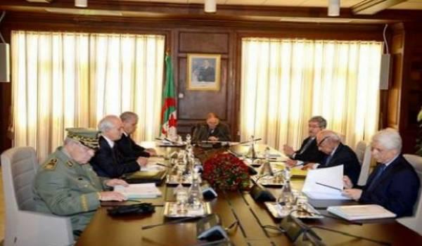 Le conseil restreint qui avalise les décisions du cabinet noir.