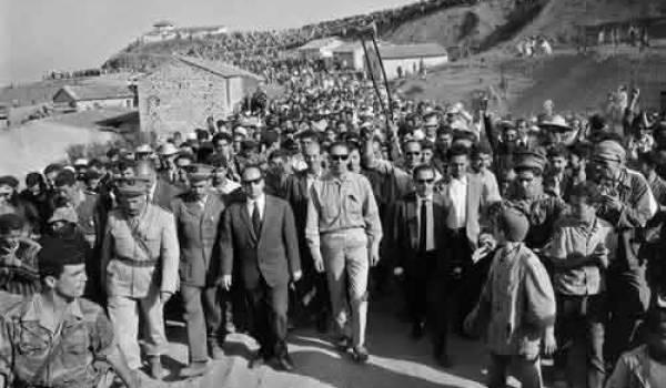 Première visite de Krim Belkacem et Boudiaf en Kabylie en juin 1962.