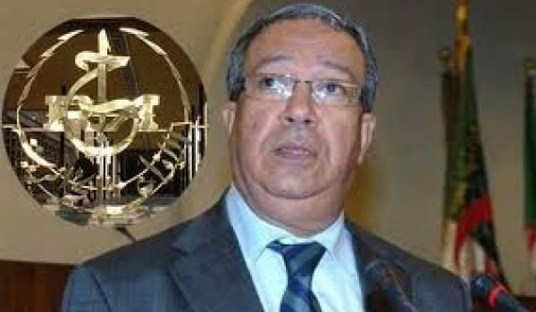 Nacer Mehal, ministre de l'information.