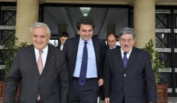 Jean-Pierre Raffarin, Pierre Lelouche (député UMP) et Ahmed Ouyahia.