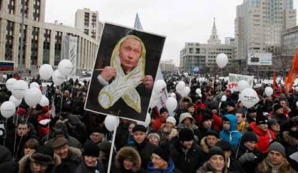 Plus de 100 000 manifestants ont dénoncé le régime Poutine-Medvedev.