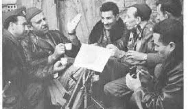 De droite à gauche : Amar Ouamrane, Mohamed Zammoum, Dehilès Slimane, Ahmed Bouguerra, Mohammedi Said et Krim Belkacem.