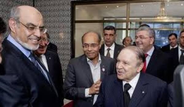 Bouteflika en Tunisie avec le président et le premier ministre samedi.