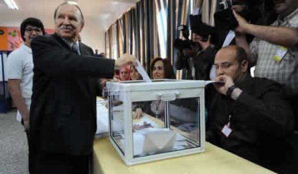 Bouteflika en train de voter, le 10 mai dernier, à Alger.