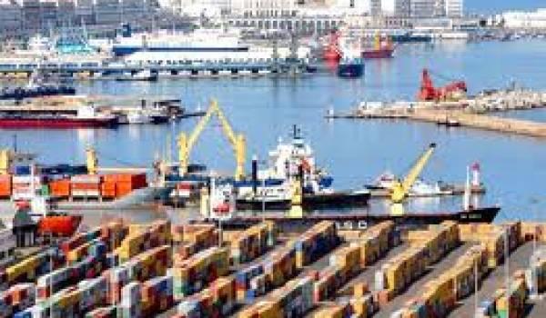 L'économie nationale dépend des importation.