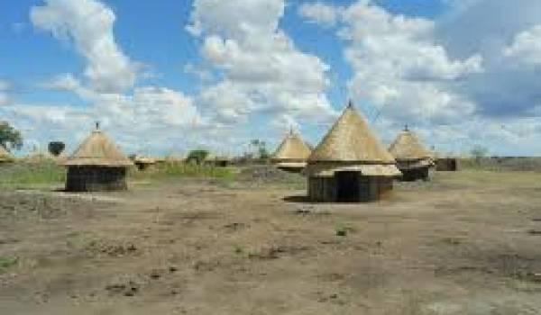 Un nouveau village construit par les autorités pour les déplacés.