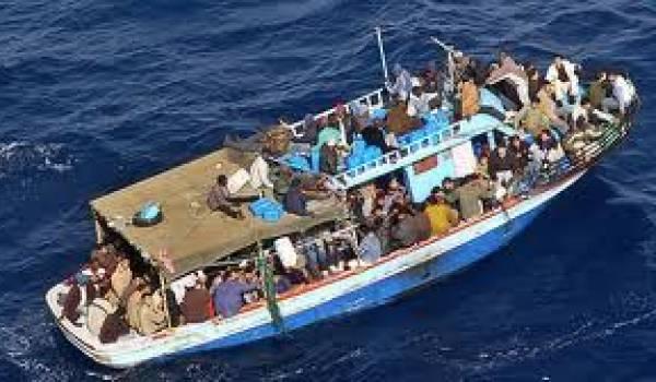 La Marine française est accusé de n'avoir pas secouru des naufragés en mer.